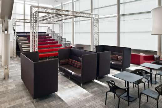 Semi private meeting spaces in modern office