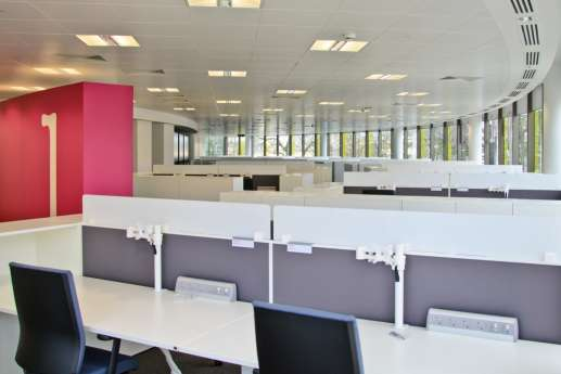 Modern, vacant workstations in new Cambridge fit out