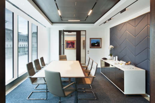 Modern, sophisticated boardroom in London office fit out