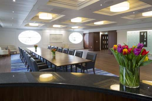 Large office fit out of meeting room