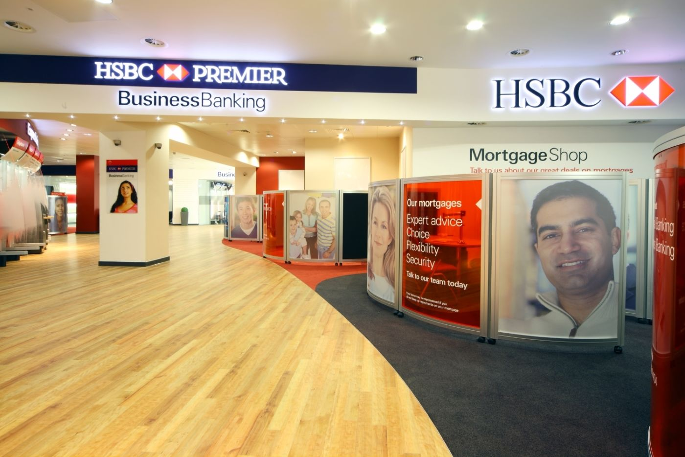 Retail desks in HSBC bank fit out