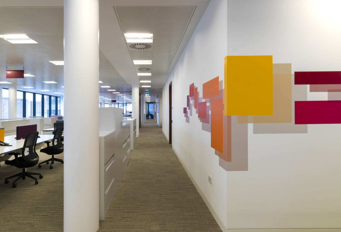 Coloured wall detailing in modern fit out