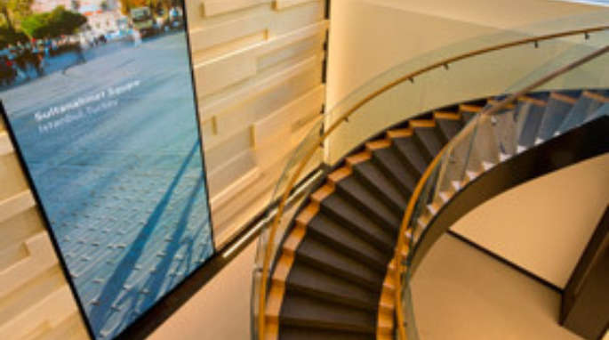 Curved staircase for HP
