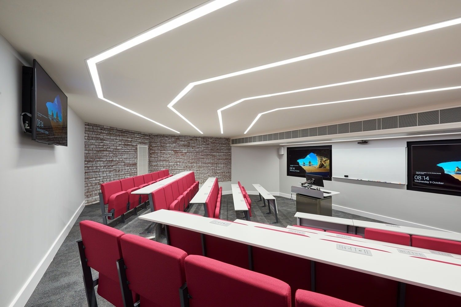 Warwick University large screens in lecture theatre