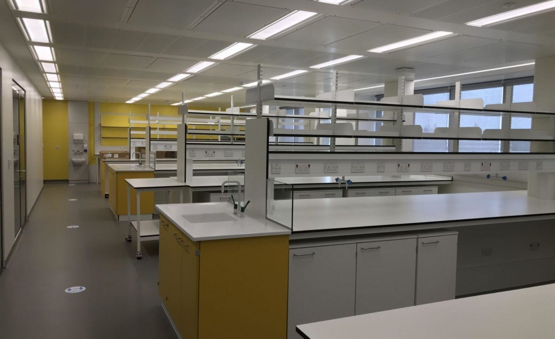 KCL laboratory fit out